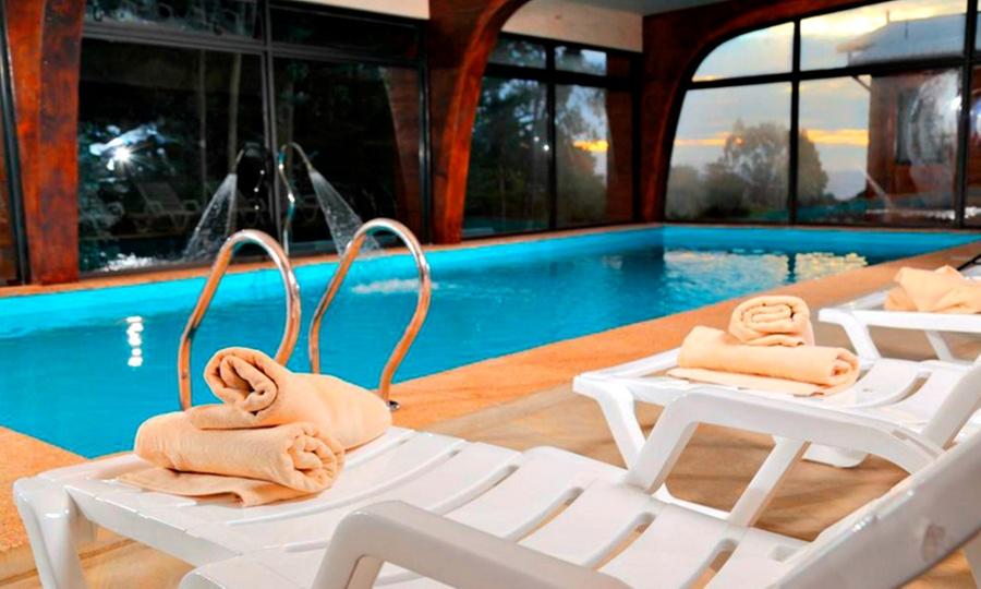 Costa Patagonia: Pichilemu: 1, 2 o 3 noches para 2 o 4 + desayuno + piscina climatizada + masaje en Costa Patagonia