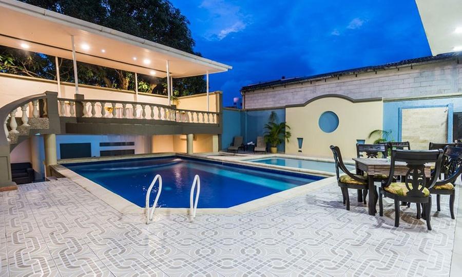 Hotel Prado 72: Pasadía para 2 personas con almuerzo + bebida a elección + piscina en Hotel Prado 72