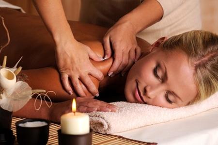 Grupo Equilibra.: $12.490 en vez de $58.900 por masaje sueco + electroterapia miorrelajante + compresas húmedo calientes + infusión de lavanda en Grupo Equilibra (79% off)