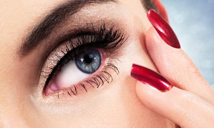 Estetick Lya Rey - Estetick Lya Rey: Paga desde $8.400 por permanente y tinte de pestañas + manicure express con opción a pedicure + reflexología en Estetick Lya Rey
