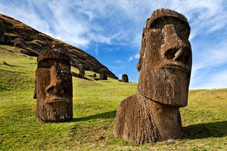 Groupon Travel (Rapa Nui): Verano en Rapa Nui: paga desde $429.000 por persona en plan doble por 4 noches en Residencial Tekena Inn u Hotel Manavai + aéreos + traslados + desayunos. Elige fecha