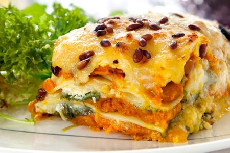 L'aperitivo Restobar Italiano: Paga desde $7.600 por antipastos + 2 o 4 platos a elección entre pappardelle al ragú y lasagna de verduras en L'aperativo Restobar Italiano