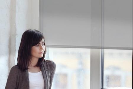 Groupon Shopping: Paga desde $9.990 por cortina blanca con sistema roller en Decoramas con despacho. Elige medidas