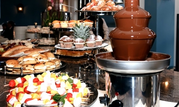 Groupon Shopping (cascada de chocolate): $23.990 en vez de $39.990 por cascada de chocolate de 3 pisos con despacho