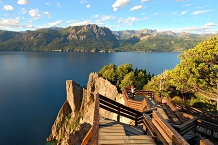 Groupon Travel (Bariloche y Puerto Varas): Fiestas Patrias en Bariloche y Puerto Varas: desde $430.105 por persona por 5 noches para dos en hoteles de 4 o 5 estrellas + aéreos + traslados + tours + excursiones