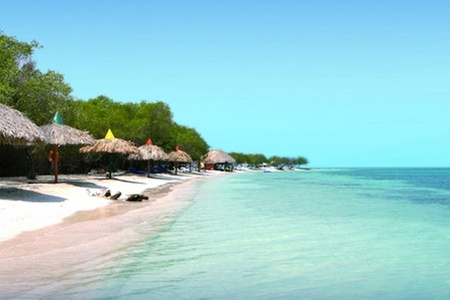 Groupon Travel (Jamaica): Jamaica: paga desde $739.000 por persona por 7 noches para dos en Hotel Royal Decameron Fun Caribbean con sistema all inclusive + traslados + aéreos. Elige fecha de salida