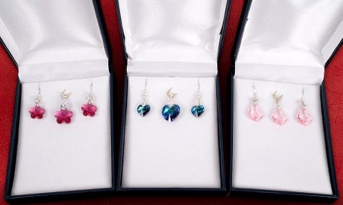 Azzia Joyas: Paga $22.990 por colgante + aros con cristales SWAROVSKI ELEMENTS engarzado en plata, con Azzia Joyas. Elige modelo y color