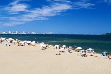 Days Inn Brava: Punta del Este, Uruguay: paga desde $41.278 por 2, 3 o 4 noches para dos con desayuno buffet en Days Inn Brava. Elige día de ingreso