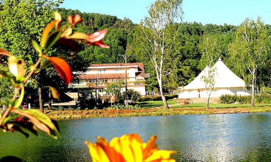 Complejo Turístico Villa Baviera: Villa Baviera: 1, 2 o 3 noches para dos + desayuno alemán + tour autoguiado + hot tuben Complejo Turístico Villa Baviera