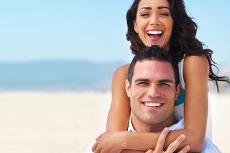 Dental Medical Center: Paga desde $26.000 por blanqueamiento láser + higiene con desmanchado + limpieza dental completa para una o dos personas en Dental Medical Center (Hasta 89% off)