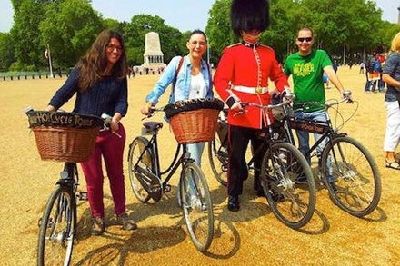 London Landmarks, Historic Ale Pub and British Bicycles Bike Tour with a Local Guide (London)