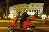 Romantico tour notturno di Roma in Vespa con servizio di prelievo d...