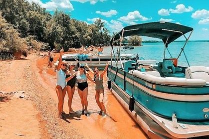 Private Pontoon Boat Cruise with Captain/Guide & Hotel Shuttle from Nashville