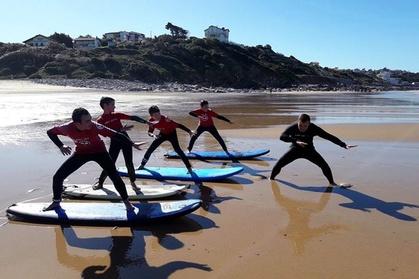 L'école de surf SURF'SET64 vous accueille dans la joie et la bonne humeur pour vous faire découvrir les joies du surf avec des cours de surf et des sorties en Bodyboard et en Stand-up Paddle avec des instructeurs qualifiés et expérimentés ou en louant de