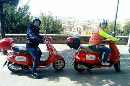 Tour in Vespa: Il meglio di Roma (3 ore - 15:00)