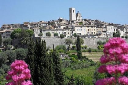 Découvrez la beauté de la campagne française et la région de Provence lors d'une excursion d'une journée au départ de Nice. Profitez d'un peu de temps libre pour explorer des villages tels que Saint-Paul-de-Vence et vous promener sur le tapis rouge de Can