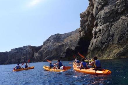 Viaje en Kayak por las cuevas con buceo de superficie en la reserva marina de Menorca