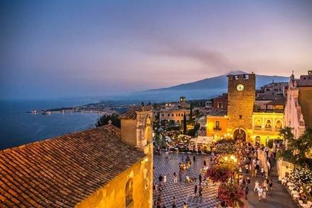 Coupon Tour & Giri Turistici Groupon.it Tour a piedi al tramonto di Taormina con aperitivo sulla terrazza d...