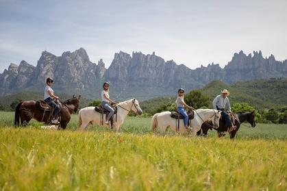 Visita al monasterio de Montserrat y paseos a caballo por el parque natural. Recorrido Premium para grupos pequeños