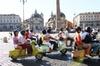 Tour panoramico di Roma di 3 ore per piccoli gruppi in Vespa d'epoca