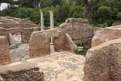 Image of Tour a piedi attraverso le affascinanti rovine di Ostia antica
