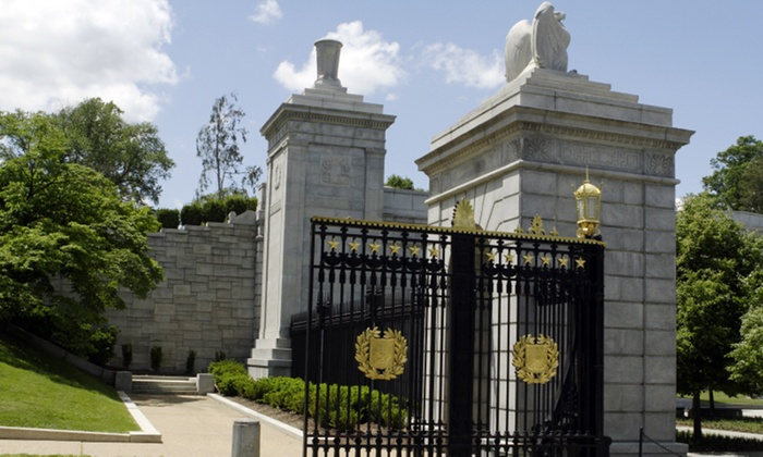 Tour of Arlington Cemetery With Special Visit to Fort Myer Stables