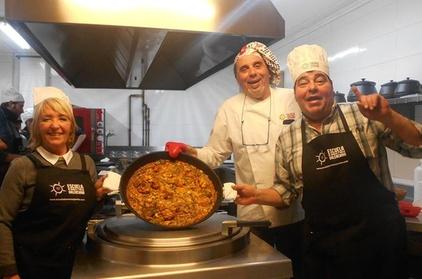 Clase de cocina de paella valenciana con visita al mercado central