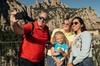 Excursión privada familiar de un día: La magia de Montserrat