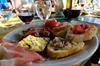 Degustazione di vini presso una cantina medievale in Chianti - Toscana
