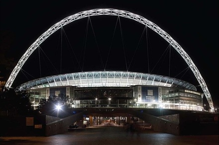 Wembley Stadium to Heathrow Airport Private Transfer for 7-8 Travelers (London)