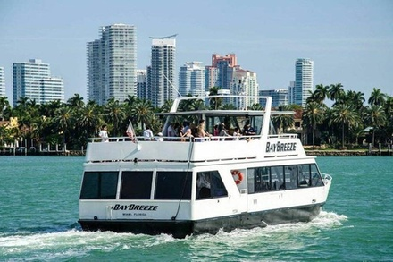 Miami Boat Tour - Discover Biscayne Bay & Celebrity Island Homes [90Min]