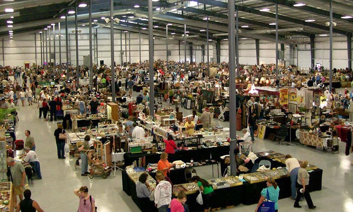 Lake County Fairgrounds - Grayslake: Grayslake Antique Market at Lake County Fairgrounds