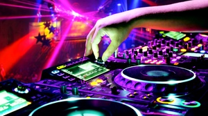 Hudson Grille - White Plains: Heated Indoor Quiet Clubbing Party at Hudson Grille - White Plains