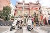Excursión por Barcelona para grupos pequeños por la noche en Vespa