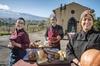 A piedi nudi sulle pendici dell'Etna: tour privato della campagna s...