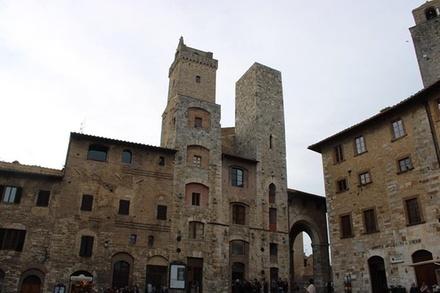 Deal Esperienze Groupon.it Tour a piedi di San Gimignano e degustazione della Vernaccia