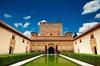 Recorrido turístico para grupos pequeños por la Alhambra y el Gener...