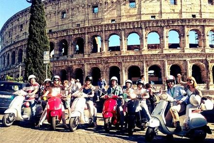 Deal Servizi di Trasporto Groupon.it Tour di 3 ore di Roma in Vespa per piccoli gruppi con pranzo in piedi