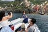 Tour privato in barca al tramonto lungo le Cinque Terre con degusta...