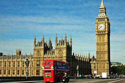 Private Transfer: Gatwick to Heathrow Airport Via London attractions (London)
