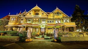 Winchester Mystery House: The Spirit of Christmas: Evening Guided Tour at Winchester Mystery House