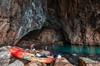 La mejor excursión a las grutas en kayak y buceo de superficie