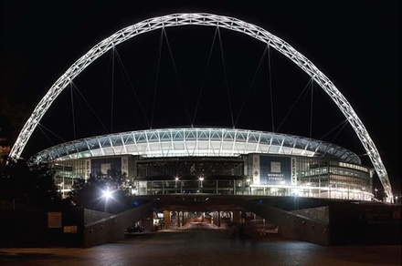 Heathrow Airport to Wembley Stadium Private Transfer for 4-6 Travelers (London)