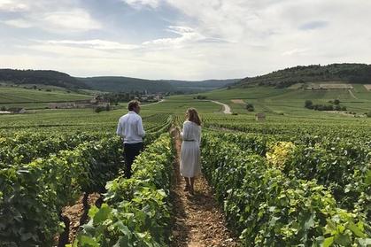 Plongez-vous dans la Bourgogne avec une expérience guidée privée dans la région de la Côte de Beaune, le royaume du chardonnay «grand cru», et de la Côte de Nuits, les célèbres vins rouges «Champs-Élysées» de Bourgogne. Vous aurez l'occasion de découv