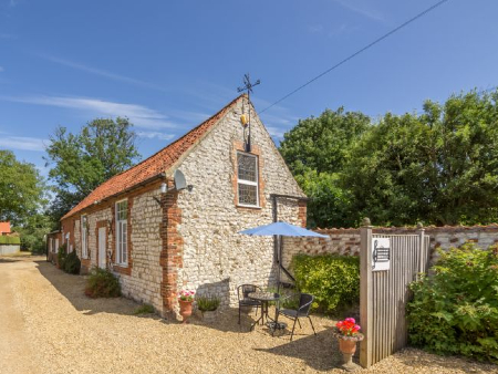cheap dog friendly cottage for couples norfolk
