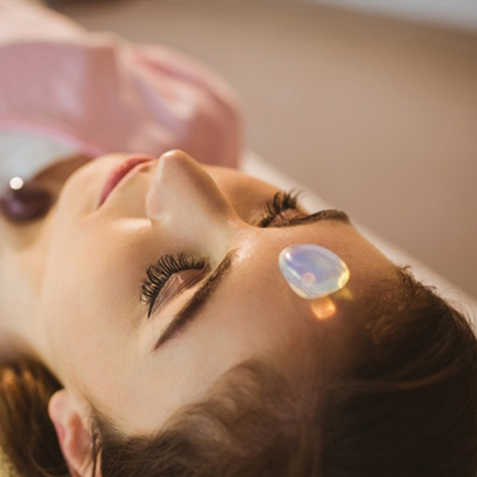 trendimi online crystal course woman lying with crystal