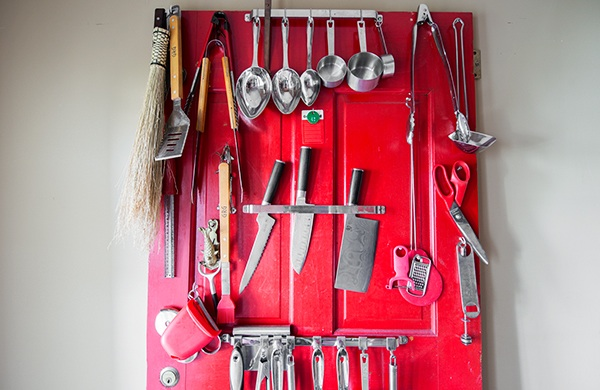 bang-bang-pie-shop-owner-fills-his-home-with-vintage-finds_knives_600c390