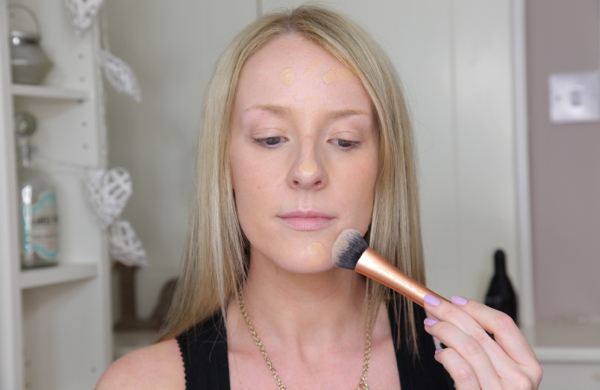 Flawless Makeup in 10 Easy Steps - Foundation