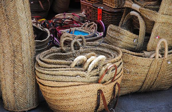 La calle de las cestas - Decorar cestas de mimbre paso a paso ...