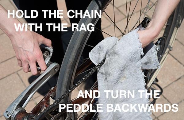How-Do-I-Lube-A-Bike-Chain-hold_600c390